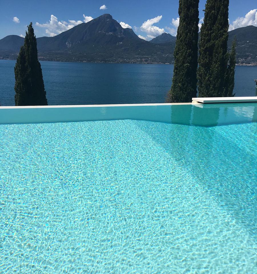 Piscine Sfioro A Cascata realizzazione - piscina a sfioro - lago di garda